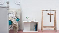 Sgabello multiuso: con un semplice  movimento di ribaltamento da seduta si trasforma in un'utile e stabile scaletta a due gradini per raggiungere gli scaffali più alti in cucina o in ufficio.