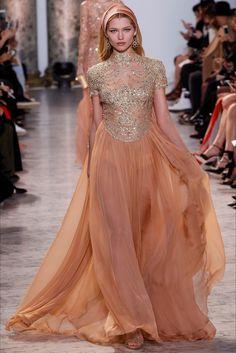 Guarda la sfilata di moda Elie Saab a Parigi e scopri la collezione di abiti e accessori per la stagione Alta Moda Primavera Estate 2017.