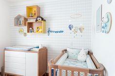 Se você procura um tema lúdico e fora do convencional para a decoração do cantinho do seu pequeno, que tal um quarto de bebê com balões? A proposta combina com diversos estilos de décor – das clássicas até as mais modernas, contribuindo para uma atmosfera delicada no quarto de meninos e meninas.