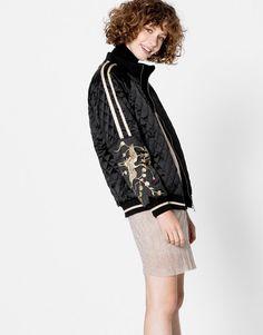Pull & Bear - mulher - roupas - casacos e jaquetas - jaqueta com mangas bordadas - preto - 09710332-I2016