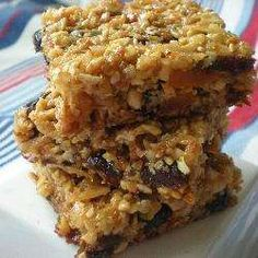 These delicious muesli bars are a great lunch box treat and a little more special than the ordinary. Use almonds or macadamia nuts as a variation. Oats Recipes, My Recipes, Sweet Recipes, Baking Recipes, Snack Recipes, Favorite Recipes, Cookie Recipes, Recipe Using Muesli, Muesli Cups
