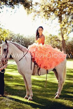 Post away with the most stunning Quinceanera Photography Poses with your mom, court, and even with your pets! Quince Pictures, Prom Pictures, Quinceanera Party, Quinceanera Dresses, 15 Anos Dresses, Pictures With Horses, Quinceanera Collection, Dress Sites, Quinceanera Photography