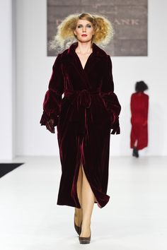 Atelier tailor-made DressTheatre Couture by Dora Blank: - sewing of clothes and shoes, - evening dresses, - individual collections - style selection Evening Dresses, Fur Coat, Jackets, Coats, Clothes, Collection, Style, Fashion, Evening Gowns Dresses