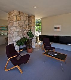 Living Area with 2 beautiful Grasshopper chairs (Designer: Eero of the Rose Seidler House / Architect: Harry Seidler / Location: Wahroonga, New South Wales, Australia / / photo by Chimay Bleue 1950s Furniture, Mid Century Modern Furniture, Mid Century Living Room, Mid Century House, Vintage Interiors, Architect House, Australia Living, Bungalows, Mid-century Modern