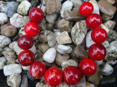Rood....Grote hol geblazen kralen op de blaaspijp