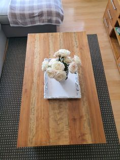 Selling a beautiful wooden coffee table which is still in an excellent condition! Gumtree South Africa, Buy And Sell Cars, Coffe Table, Butcher Block Cutting Board, Living Room, Life, Sitting Rooms, Living Rooms, Family Room