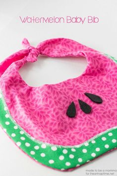 DIY Watermelon Baby Bib -too cute! Watermelon Baby Bib by Made to be a Momma for I Heart Naptime. This watermelon baby bib is just perfect for the summer season that is on it's way! Now that I am expecting baby Watermelon Crafts, Watermelon Baby, Watermelon Patch, Little Baby Girl, Little Babies, Sewing For Kids, Baby Sewing, Diy Couture, Expecting Baby