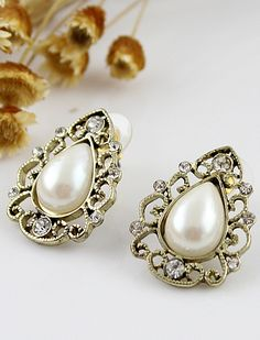 #SheInside Gold Hollow Out Teardrop Pearl Stud Earrings - Sheinside.com