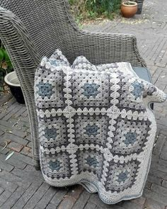How to Crochet a Granny Square with 72 Images for 2019 – Page 57 of 65 – Crochet… – Granny Square Granny Square Häkelanleitung, Crochet Squares Afghan, Crochet Granny Square Afghan, Crochet Bedspread, Crochet Quilt, Crochet Blocks, Granny Square Crochet Pattern, Afghan Crochet Patterns, Baby Blanket Crochet