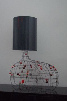 33 Amazing Diy Wire Art Ideas  NON LAMP? LOVE THE BULK WIRE AS IT STANDS ALONE BY ITSELF, I'D TRY WIRE WRAPPED 'SEA GLASS'OR POLY'D FOUND STONES FROM CRICK BED