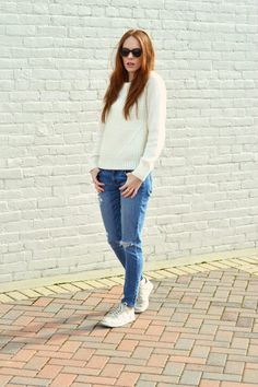 Casual style, sweater, jeans, neutral sneakers | MarahCAR