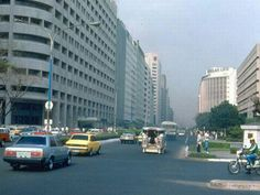 Makati City, Philippines in 1980 and City evolution. Philippines Culture, Manila Philippines, Makati City, Pinoy, Back In The Day, Evolution, Past, Street View, History