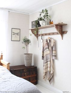 klädhängare Home Bedroom, Diy Bedroom Decor, Diy Home Decor, Boudoir, Home Organization, Interior Design Living Room, Home And Living, Interior Styling, Interior Inspiration