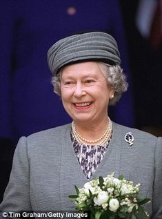 The Queen visiting the St George school in Windsor, on April 1997 wearing… Hm The Queen, Royal Queen, Her Majesty The Queen, Save The Queen, Queen Elizabeth Jewels, Princess Elizabeth, Queen Hat, Queen Outfit, Diana