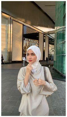 Modest Fashion Hijab, Modern Hijab Fashion, Street Hijab Fashion, Hijab Fashion Inspiration, Muslim Fashion, Modest Outfits, Hajib Fashion, Workwear Fashion, Fashion Outfits