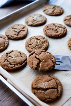 Spicy Chai Molasses Cookies are soft and chewy on the inside and crispy on the e. Spicy Chai Molasses Cookies are soft and chewy on the inside and crispy on Bbq Dessert, Keks Dessert, Dessert Bars, Just Desserts, Delicious Desserts, Yummy Food, Old Fashioned Molasses Cookies, Tapas, Yummy Treats
