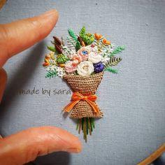 @saramoon1211 #embroiderydesign #embroideryhoop #needleart #nakış #stumpwork #handcraft #handmade #flower #stitch #dmc #dmcthreads #artwork #floss #beautiful #howlovely #입체자수 #꽃다발 #미니 #손자수 #꽃자수 #순천프랑스자수 #도안작업 #집스타그램 #프랑스자수