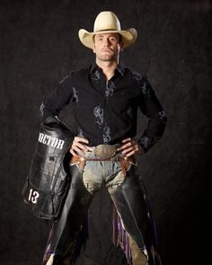 Shane Proctor - One of the sexiest bull riders! Rodeo Cowboys, Cowboys And Indians, Cowboy Up, Cowboy And Cowgirl, Cleft Chin, Rodeo Events, Professional Bull Riders, Cowboy Pictures, Bull Riding