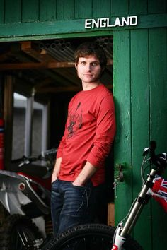 From an old Red Torpedo photoshoot a couple of years ago. World Handsome Man, Guy Martin, Bike Photoshoot, Senior Guys, Isle Of Man, Road Racing, Just Amazing, My Guy, Bike Life