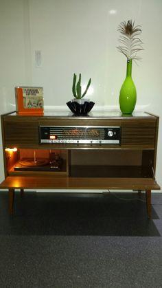 Radio Meubel Jaren 60.Collectie Radiomeubel Grundig