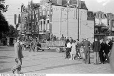 Aftocht van Duitse militairen in hun vrachtauto na hun overgave, Den Haag (mei 1945)