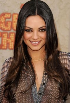 47 New Ideas for hair balayage straight dark mila kunis Cabelo Mila Kunis, Mila Kunis Hair, Mila Kunis Makeup, Hair Dye Colors, Ombre Hair Color, Brown Hair Colors, Feathered Hairstyles, Wig Hairstyles, Fashion Hairstyles