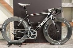 Riccardo Zoidl's Trek Madone with slightly too high Bontrager Aeolus 9 wheels Buy Bike, Bike Run, Mtb, Trek Madone, Trek Bikes, Road Bike Women, Cool Bike Accessories, Bike Seat, Cool Bicycles