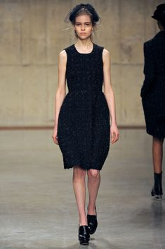 Simone Rocha Fall 2013 Ready-to-Wear Fashion Show - Amanda Nimmo