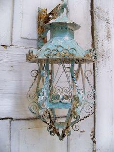 lanterna-muro-azzurra