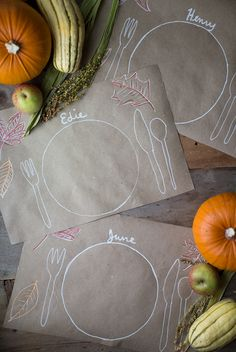 Clever, easy idea for DIY Thanksgiving Placemats for the kids' table on Say Yes from @liz