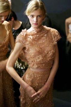 Sigrid - Backstage Elie Saab Haute Couture S/S 11 Elie Saab, Emilio Pucci, Beautiful Gowns, Beautiful Outfits, Gorgeous Dress, Runway Fashion, High Fashion, Fall Fashion, Paris Fashion