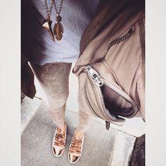 # 맘고생 많이한 레이스스니커- 생각보다 이쁘구 잘 어울려 다행이여요 . Best item for everything, lace sneaker! . . . . #ootd #daily #dailylook #데일리 #데일리룩 #옷스타그램 #슈스타그램 #알렉산더왕 #백스타그램 #줌마그램 #줌스타그램 #강남 #스타일 #gangnam #style #fashion #패션 #셀스타그램 #selfie #korea #follow #me #팔로우 #instasize #아웃핏 #outfit #alexanderwang #봄 #패피녀