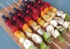 Szivárvány gyümölcsnyárs Fruit Plate, Fruit Salad, Tapas, Veggies, Appetizers, Plates, Snacks, Licence Plates, Fruit Salads