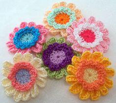 Crocheted Fancy Flower Appliques...  Apliqués de Flores a Crochet...