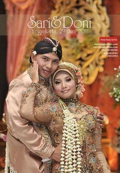 Muslim Wedding Photos, Muslim Wedding Gown, Bridal Wedding Dresses, Javanese Wedding, Indonesian Wedding, Wedding Photography Poses, Wedding Poses, Foto Portrait, Photos