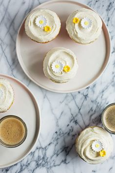 LEMON POPPY SEED CUPCAKES WITH VANILLA CREAM CHEESE #hashtag