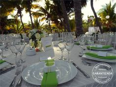 La elegancia del color verde lima  #beach #wedding #Rivieramaya #Mexico
