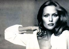 I never get tired seeing the beautiful black & white Ultima II campaign photos of Lauren Hutton.