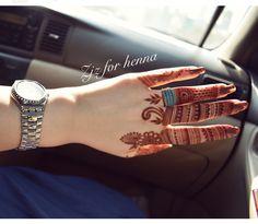Be simole be Khafif Mehndi Design, Rose Mehndi Designs, Finger Henna Designs, Indian Mehndi Designs, Modern Mehndi Designs, Mehndi Designs For Girls, Mehndi Design Pictures, Mehndi Designs For Fingers, Beautiful Henna Designs