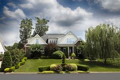 When it comes to improving the value of your home, increasing its curb appeal is one easy way to do so. Making your curb appeal look amazing with these five exterior styling tips will ensure that you get top dollar when you go to resell your home. Home Structure, Lawn Service, Buying A New Home, Landscaping Company, Landscaping Design, Lawn Care, Home Renovation, Curb Appeal, Outdoor Lighting