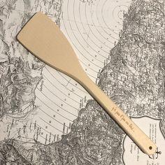 Spatule en bois suisse / swiss made - y'a pas l'feu au lac pour k-line.ch boutique à morges switzerland Luxury Watches, Woody, Decoration, Unique Gifts, Creations, Crafty, Furniture, Ideas, Design