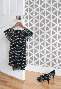StenCilit: duo-ul româno-eston care îți transformă pereții. Câștigi șablonul decorativ preferat!