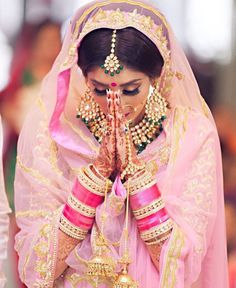 Indian Bridal Wear & Wedding Dresses online Ideas, Images, Photos online on Happy Shappy. You can save the beautiful collection on your dream board. Indian Wedding Bride, Sikh Bride, Punjabi Bride, Big Fat Indian Wedding, Indian Bridal Wear, Desi Wedding, Indian Weddings, Punjabi Wedding, Wedding Ideas