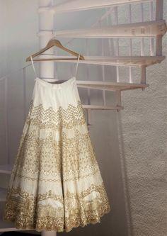 Wedding Outfit | Indian Wedding | lehenga | Lehanga | Weddingplz | Wedding | Bride | Groom | love | Fashion | IndianWedding | Beautiful | Style