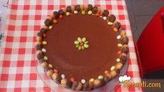 Recept za Čokoladnu mousse tortu. Za spremanje torte neophodno je pripremiti čokoladu, maslac, jaja, piškote.