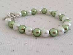Green Pearl Bracelet, Bridesmaid Jewelry, Green and White Wedding, Green Jewelry, Sage Green, Green Bracelet