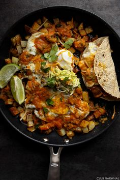 You guys, there is breakfast hash and then there is Huevos Rancheros Breakfast Hash, which takes the common hash to a whole new level. While crispy, golden fried potato bits are heaven by themselves, Vegetarian Brunch Recipes, Best Breakfast Recipes, Mexican Food Recipes, Healthy Recipes, Free Recipes, Breakfast Hash, Breakfast Dishes, Mexican Breakfast, Breakfast Time