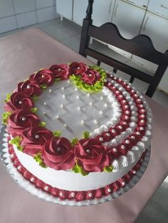 Cake Decorating Frosting, Cake Decorating Designs, Creative Cake Decorating, Birthday Cake Decorating, Decorating Ideas, Candy Birthday Cakes, Elegant Birthday Cakes, Pretty Birthday Cakes, Happy Birthday