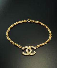 Chanel Halsband just nu på Luxclusif