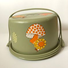 Vintage Home Vintage Tupperware Cake Taker Olive Mushrooms Vintage Love, Vintage Decor, Etsy Vintage, Vintage Stuff, Vintage Cars, Orange Mushroom, Mushroom Decor, Cake Carrier, Vintage Tupperware